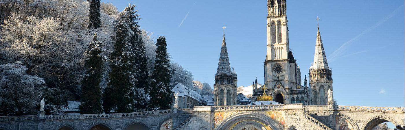 Cathédrale de Lourdes sous la neige