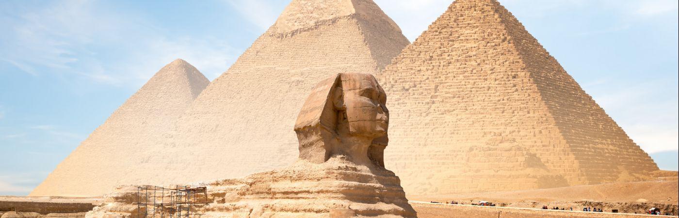 Le sphinx et les grandes pyramides de Gizeh