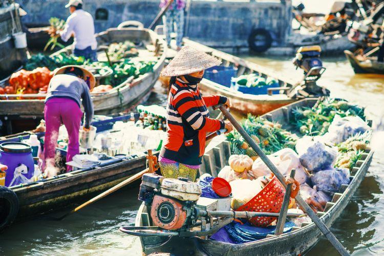 Marché flottant sur le delta du Mékong